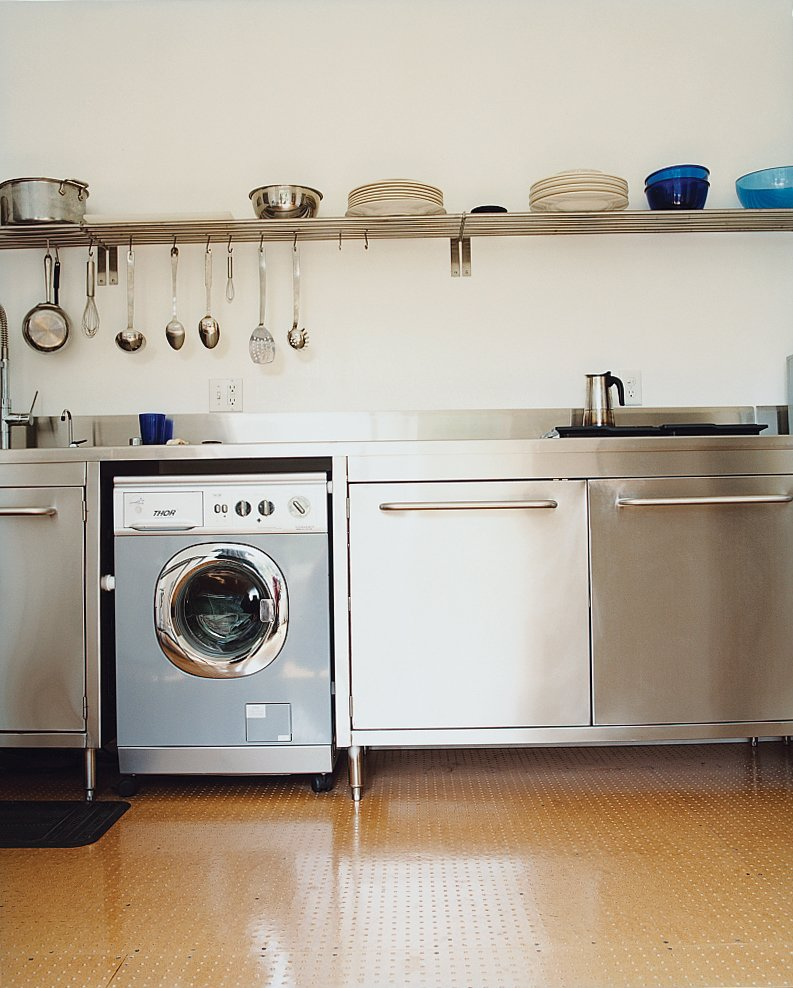 The house's bare-essentials decor extends into the kitchen, which owes more to sleek commercial cooking spaces than anything on the Food Network.  Photo 7 of 8 in Drumming Up Design