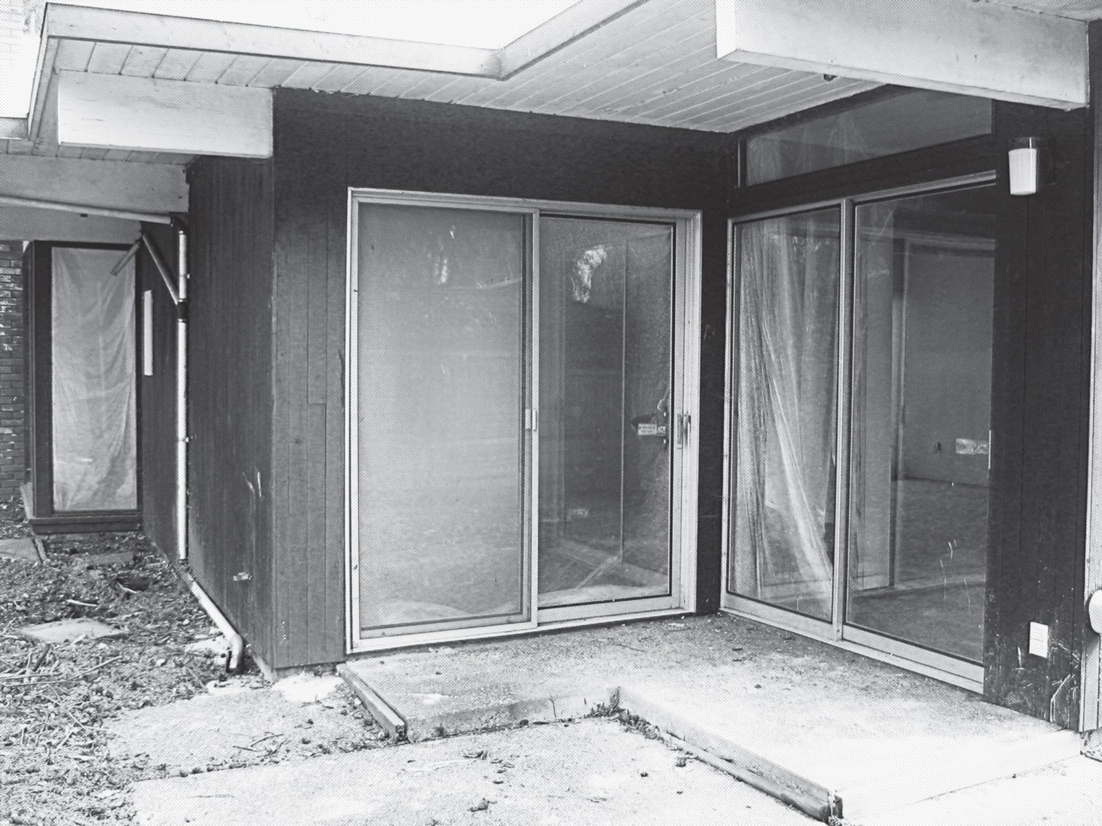 A shot of the side facade, circa 2006.  Photo 7 of 15 in A Midcentury Modern Home in Southwest Portland