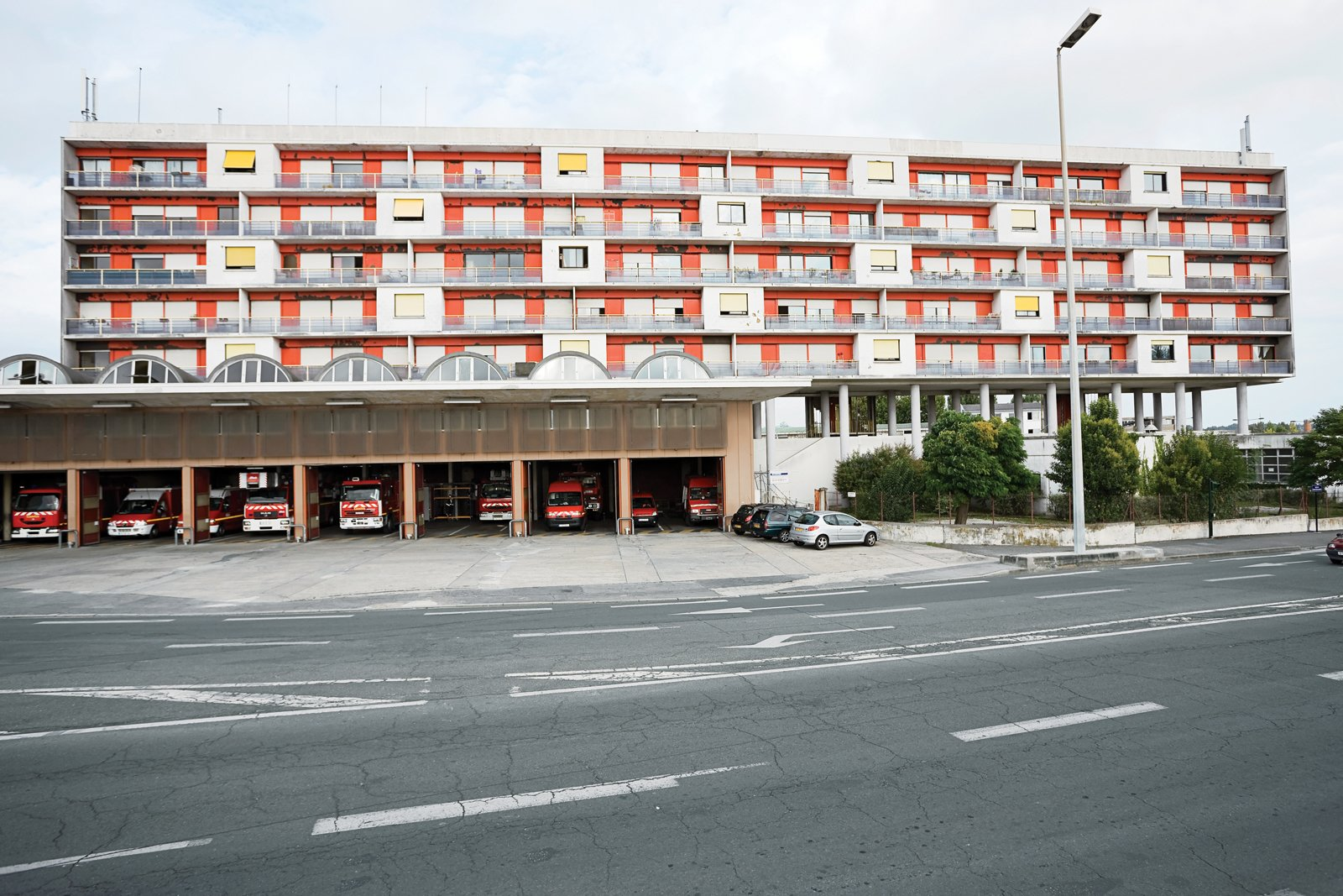 The functionalist Caserne des Pompiers, a 1954 firehouse by the architects Claude Ferret, Adrien Courtois, and Yves Salier.  Photo 6 of 9 in Bordeaux, France