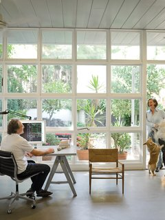 The Arnolds' architecture studio—right next door to their new home—occupies a 1941 structure by Cliff May.
