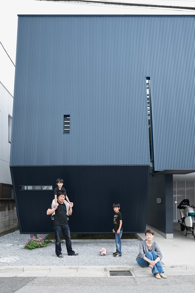 The black facade of the Yatabes' house may turn a darkly futuristic face to its suburban block, but behind it the house is full of light. In Saitama, a tightly packed neighborhood near Tokyo, the black metal screen affords the family privacy without sacrificing outdoor space.