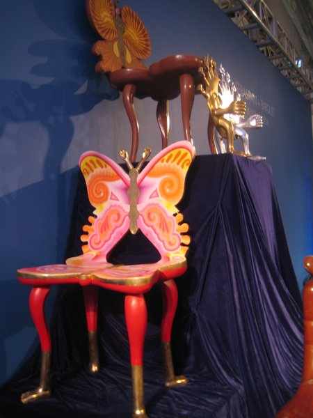 This butterfly chair, also by Pedro Friedenberg, hails from the 1980s. I'm not totally sold on it, myself, but as an exemplar of his surrealist style, little is better.