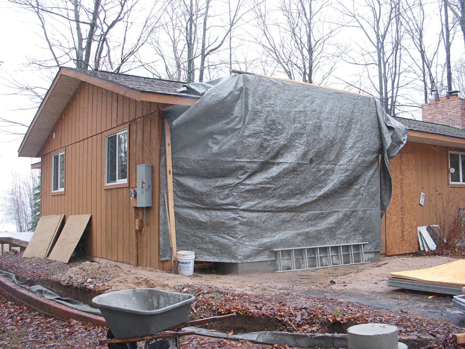 The renovation transformed the unassuming building into a modern homage to the northern Michigan lake cabins they had both grown up visiting.  Photo 8 of 12 in Campbells' Coup