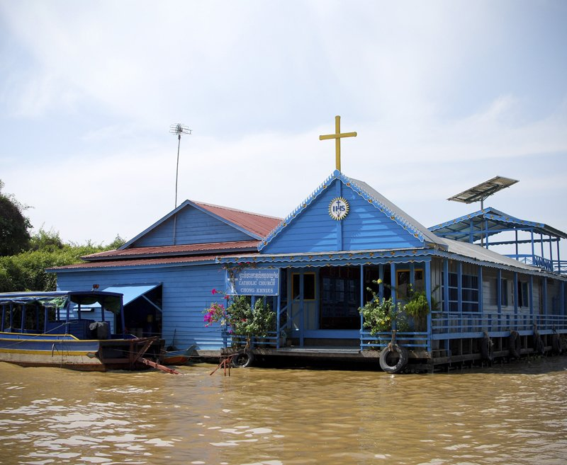 My first stop was the village of Chong Khneas, located on the northwestern edge of Tonle Sap and the closest to Siem Reap (the city just outside the famous Angkor Wat temples.) WIth over 1300 houseboats and 5000 residents, Chong Khneas also boasts a floating school, a floating church, and even a floating basketball court.  Living on Water: Floating Villages by Tiffany Chu
