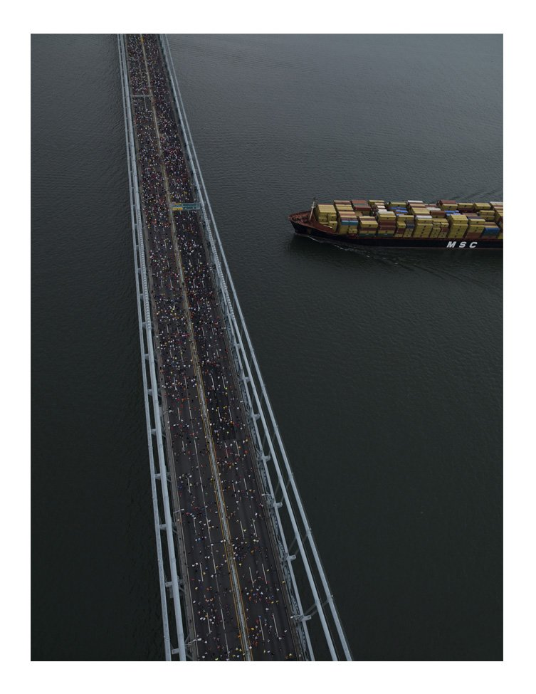 The graphic sweep of the Verrazano-Narrows Bridge connects Staten Island to Brooklyn.  Überblick by Thomas Heinser by Aaron Britt