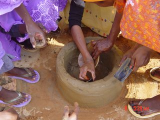 Improved Clay Stove. Practical Action Sudan. Concept: Food and Agriculture Organization of the United Nations and the National Forestry Corporation. Manufactured by Sudanese women networks. Sudan, 2001–present. Clay, animal dung, millet, sorghum chaff. Photo: Practical Action Sudan