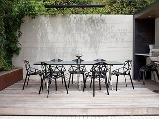 A raised dining nook furnished with Konstantin Grcic Ones for Magis makes outdoor dining a breeze.