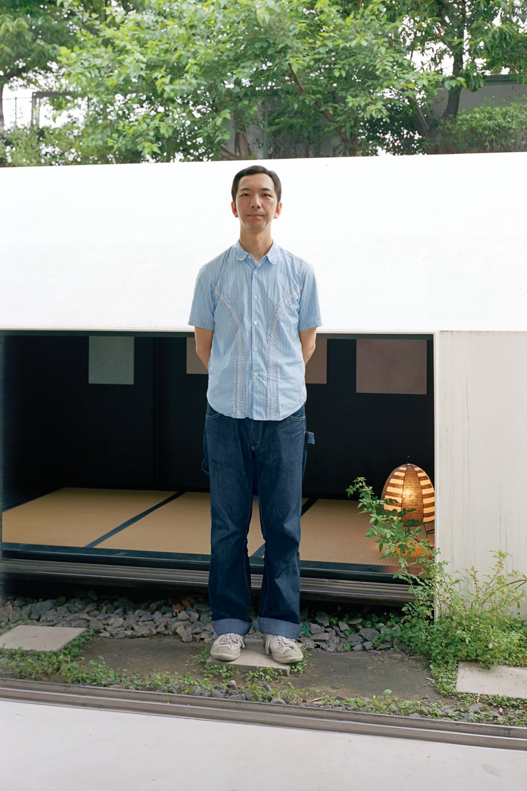 Grown-up visitors have to hunch down to enter the teahouse and additional gallery space behind the building, but kids from the neighboring elementary school are able to slip right in to check out the art.  Photo 1 of 11 in Small Space Live/Work Box Home in Japan
