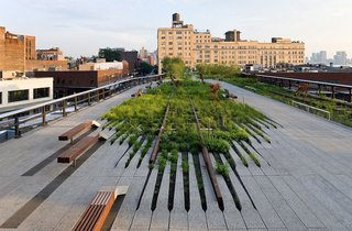 Earlier this year, in June 2010, I wrote about the winners of the 2010 National Design Awards, among them, James Corner, whose work includes New York's High Line. Though there are countless photographs of the elevated railroad-cum-city park, few capture it with such drama as Baan.