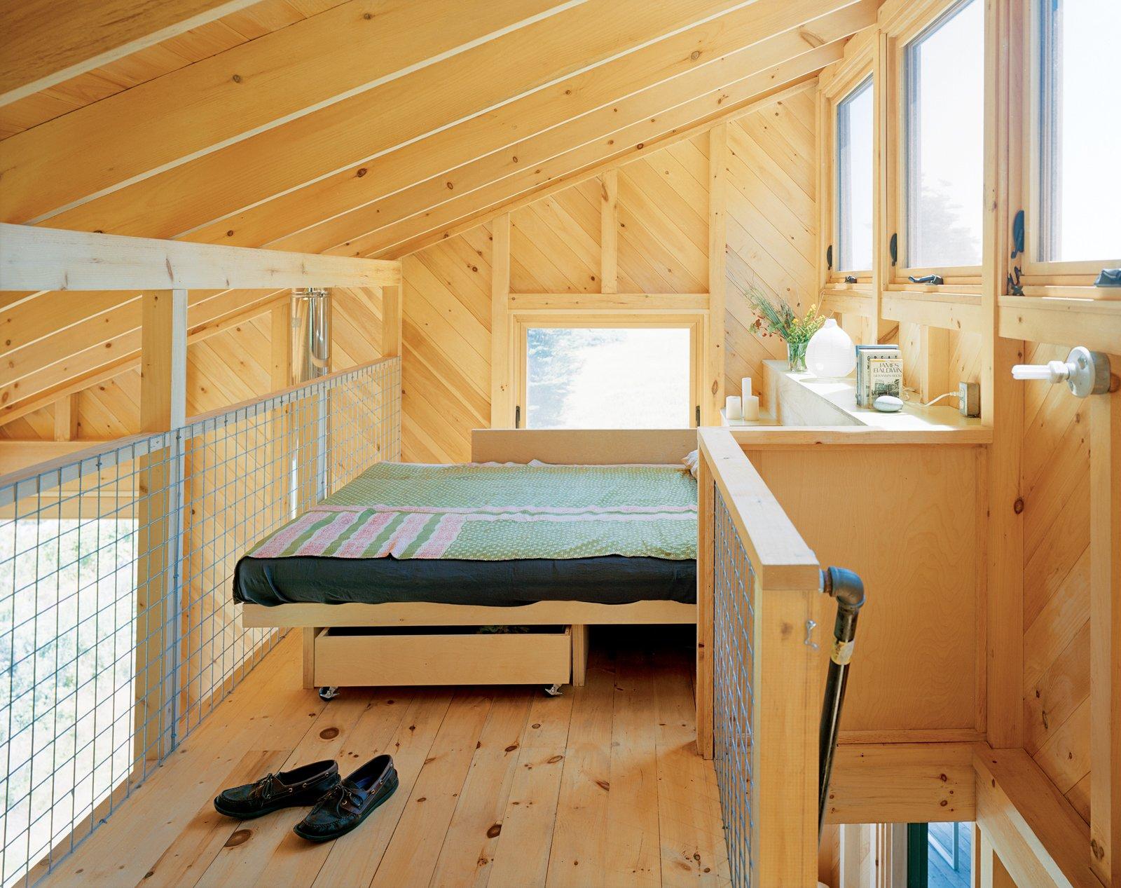 alex scott porter design tiny cabin ragged island  bedroom