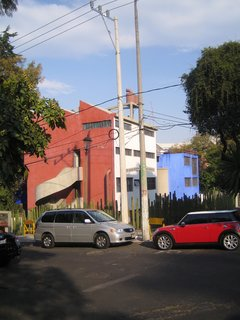 Rivera's studio (foreground in red) is connected to Kahlo's (in blue) via a bridge on the roof. The buildings themselves reflect a strong debt to Le Corbusier in their rational form, the fact that they're raised up on pilotis, and the use of the roof as a fifth facade.