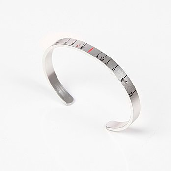 """Craig Arnold's upcycled """"Aperture Cuff"""" can be purchased at oyemodern.com.  Search """"[김포오피]+{{OPTIME19.COM}}+(오피타임)+김포오피+김포야구장+김포안마+김포OP+김포아로마+김포휴게텔+GIMPOOP"""" from Revisioning Camera Lenses"""