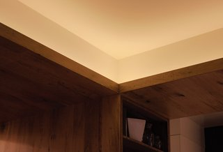 Adrian wanted to bring a theatrical glow to the loft without using recessed lights or cluttering up the space with lamps. He consulted lighting designer and friend Paul Whitaker and found that linear LED covelights could provide low-wattage illumination with little maintenance.