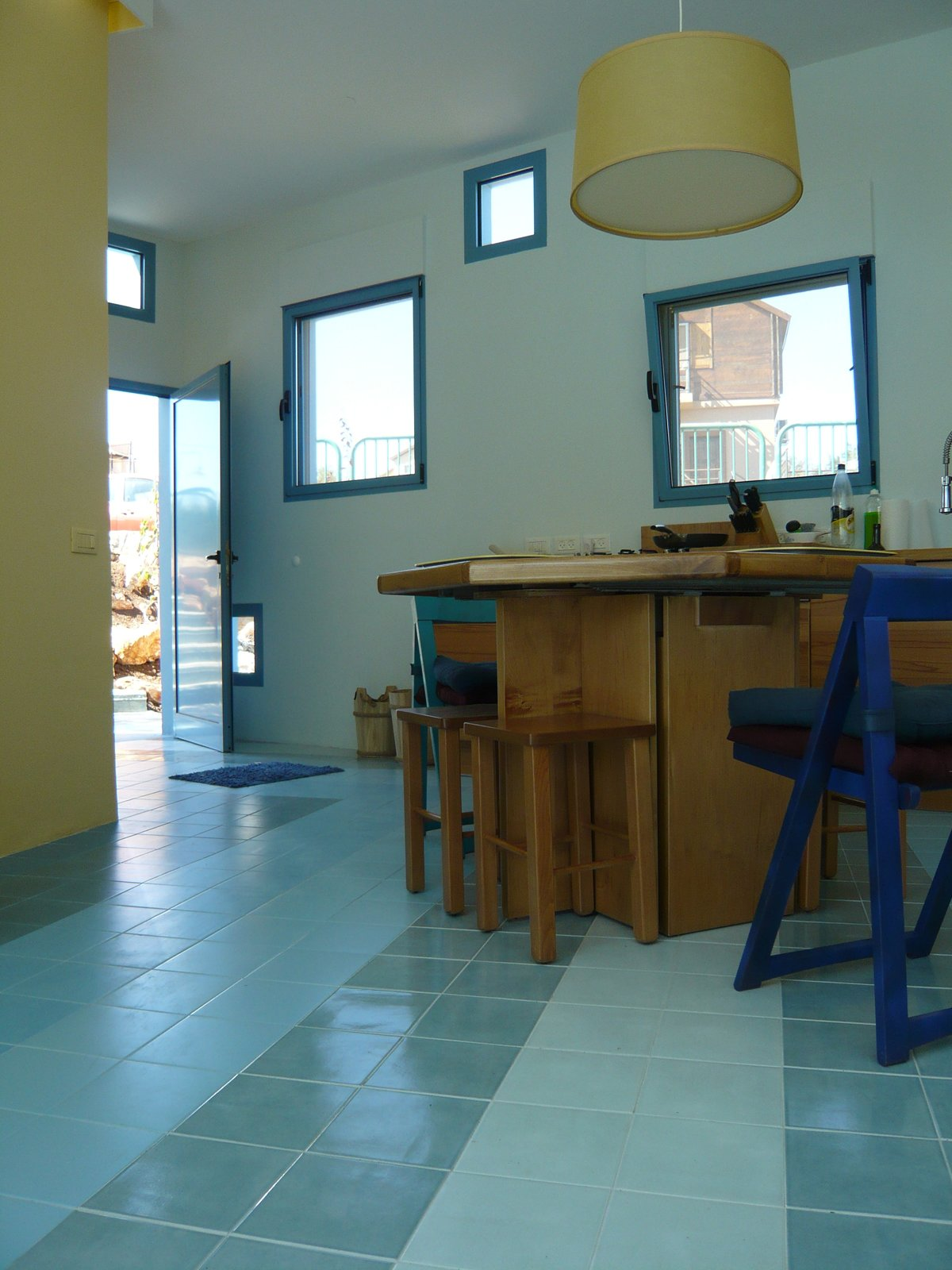 "The area between the blocks is public space, with walls much more perforated there to provide lightness for the vacation home. Gradient shades of blue ceramic tiles relate to the blue walls and tiles outside.  Photo courtesy   Z-A Studio.  Search ""출장예약금[KaKaotalk:ZA31]"" from Everything About This Vacation Home in Israel is a Little Crazy"