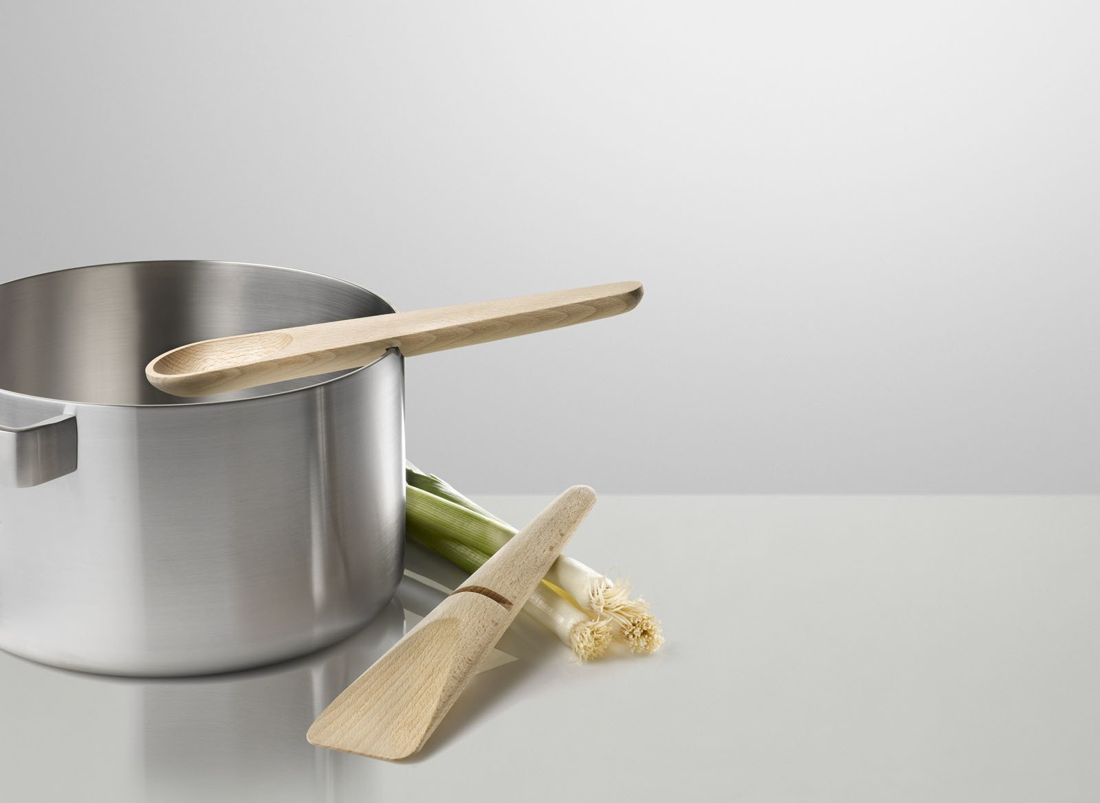 The Hang Around cooking set designed by KiBiSi for Muuto.  Photo 5 of 5 in Hang Around and Toss Around
