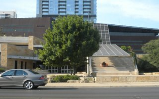 Though we didn't get a chance to stop, we did drive by Austin's City Hall, designed by Antoine Predock Architect PC, several times. In the summer, the exterior steps become auditorium seating for an afternoon concert series.