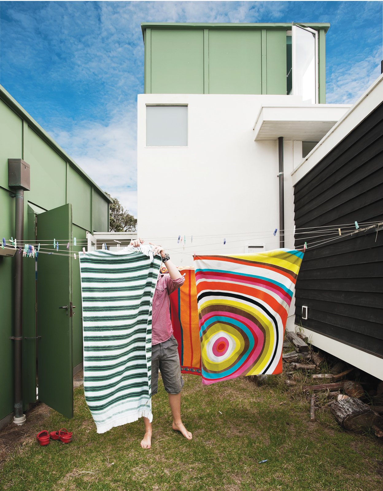 Gerald wanted the siting of the buildings to appear loose, like a campsite. The gap between the living room and the bedroom wing accommodates a washing line.  Photo 5 of 30 in Bach to the Beach
