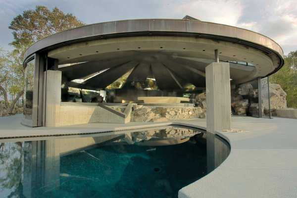 Designed by American architect and Frank Lloyd Wright protégé John Lautner, the Elrod House was built in 1968 for interior designer Arthur Elrod. The house is set on a craggy ridge in Palm Springs that affords it panoramic views of the San Jacinto Mountains. In fact, the ridge is actually incorporated into the home, with giant boulders kept in their original place and acting as walls and room dividers within the house, bringing nature inside.