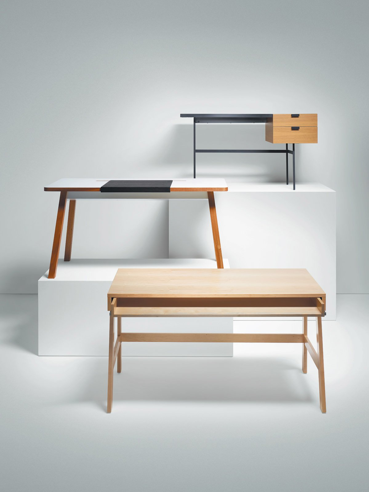 Articles about 6 clever built desks on Dwell.com