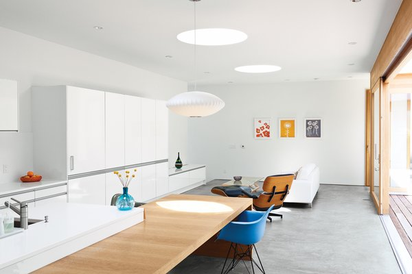 A handful of modernist classics—an Eames Lounge, a Bubble Lamp by George Nelson, and a shell armchair from Modernica—kit out the living room and kitchen.