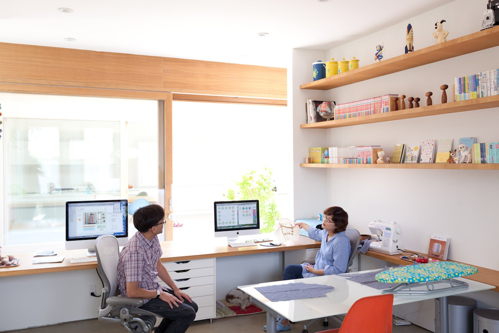 The pair of desks that Paul and Shoko work at in the office space look directly onto the courtyard. The concept for the design was to be able to see the sky from your seat at the desk.  Home Offices and Workspaces We Love from Looking Inward