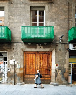 When architect Benedetta Tagliabue and her husband, the late architect Enric Miralles, began knocking down walls inside what was to become their home they discovered an original arch suspected to be a remnant of the city's Roman past.
