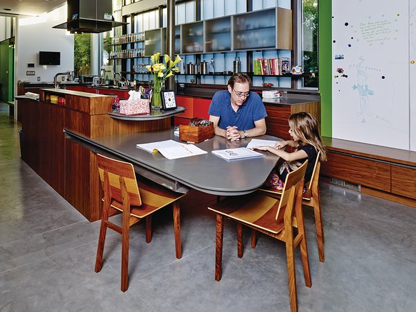 In the kitchen, the walls near the garden are painted green. The built-in table was designed by Chastain, and the Tone chairs are from De La Espada.