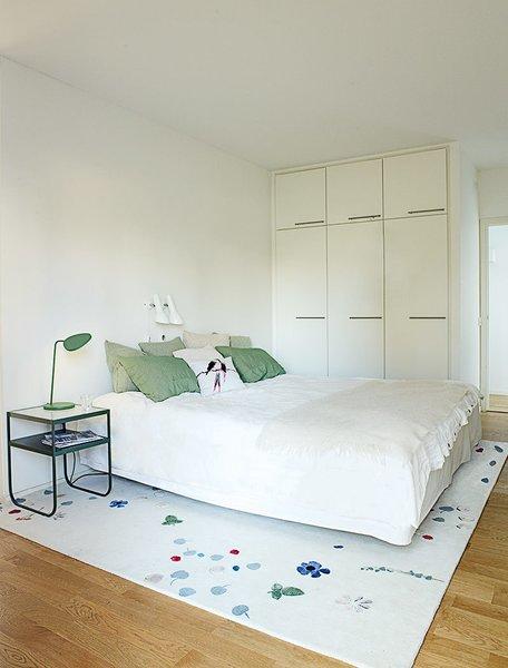 In the master bedroom, a Hästens bed is atop a Mats Broberg & Johan Ridderstråle rug.