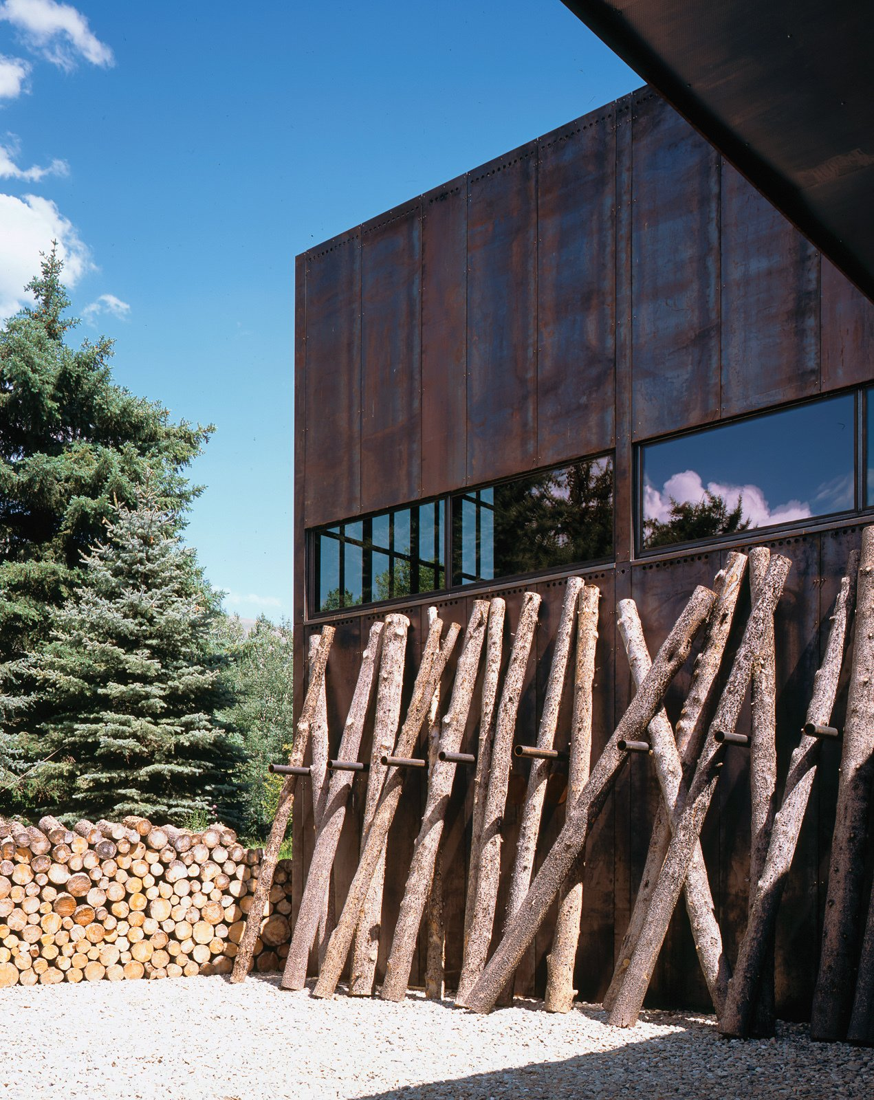The rectilinear house is comprised of a main house and a guest house connected via a sixty-foot-long bridge.  Photo 2 of 3 in Facade Focus: Steel