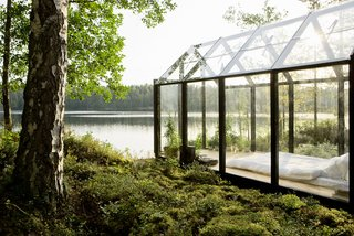 Click here to read more about Linda Bergroth's prefabricated summer retreat in Finland.