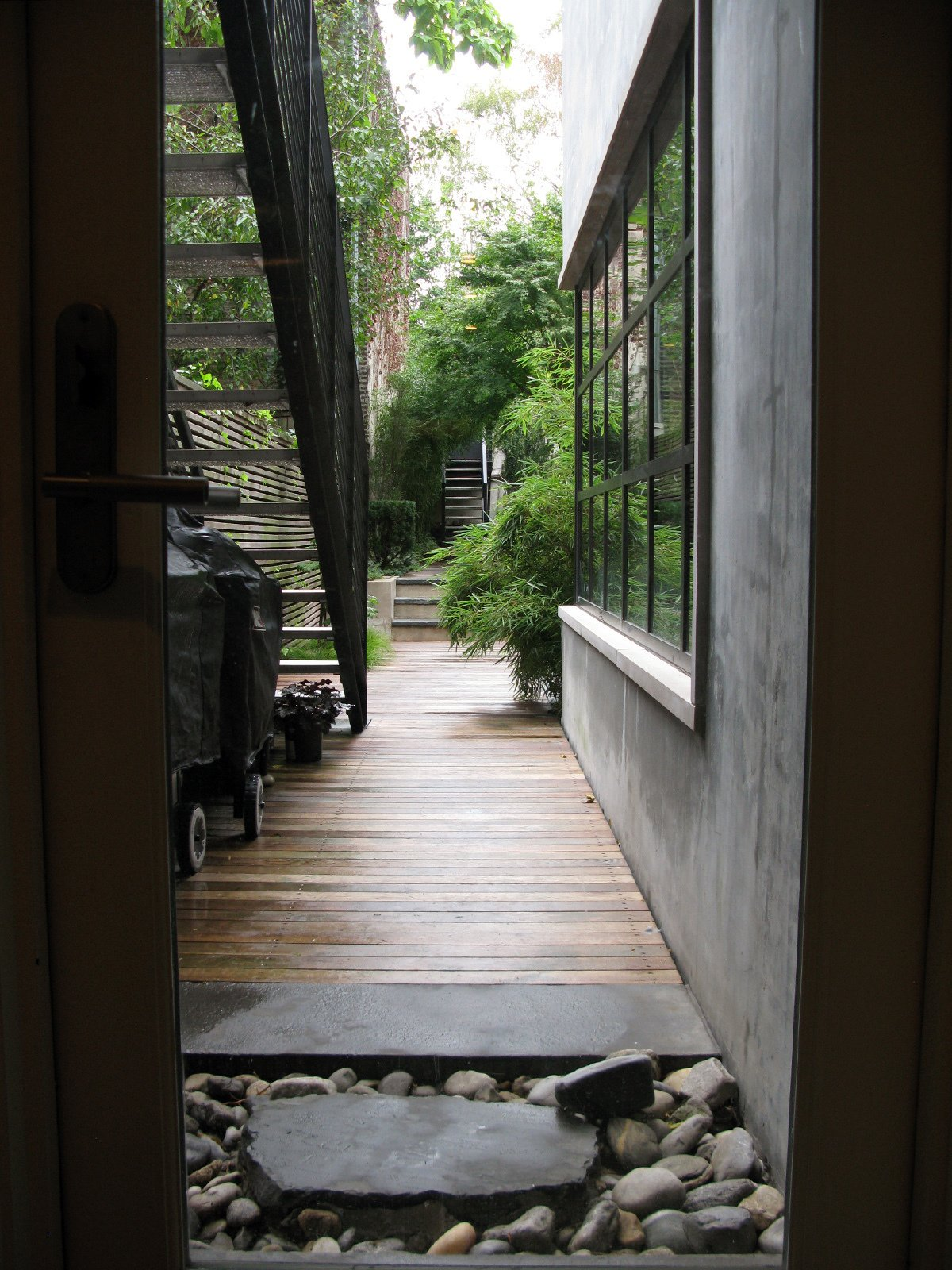 The walkway to the garden.  Photo 29 of 51 in City Modern Home Tours: Brooklyn