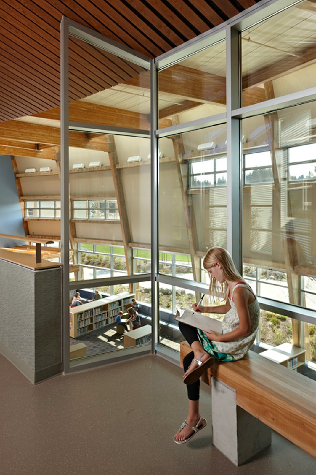 NACIArchitecture's Machias Elementary School in Snohomish, Washington, uses the library as the spine of the school. Photo © Benjamin Benschneider Photography  Photo 6 of 16 in Edgeless School: Design for Learning