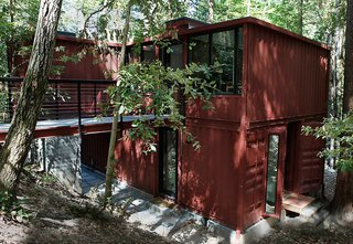 Shipping containers are the building blocks of this residence tucked away in the redwood forests of Santa Cruz, California.