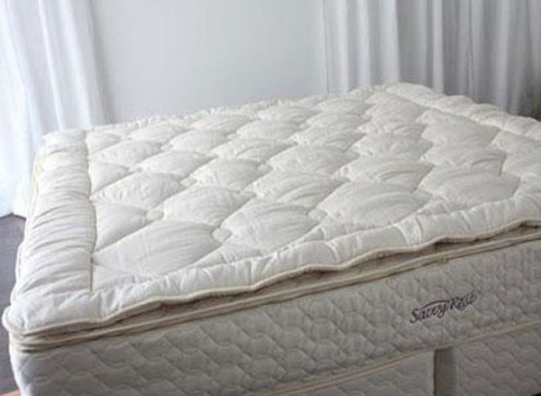 December 01: The Savvy Woolsy™ is an organic mattress topper filled with fluffy organic wool. The wool fill keeps the climate cool and dry and creates a uniquely comforting sleep surface.