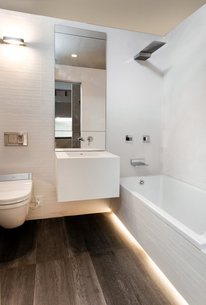 The plan allows for a full length tub in the bathroom – usually a luxury in a studio apartment. Micro-unit LaunchPad. Clei s.r.l/Resource Furniture; Designed by Pierluigi Colombo and architecture by Amie Gross Architects. Photography by John Halpern. Courtesy of the Museum of the City of New York