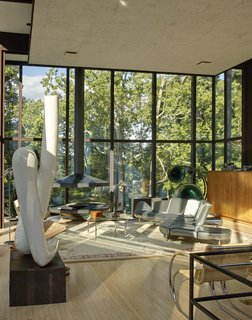 Many of the homes presented in the book attempt to preserve the character of the original design, while adapting it to modern needs. Philip Johnson's Wiley house juxtaposes transparent public spaces with enclosed intimate areas.