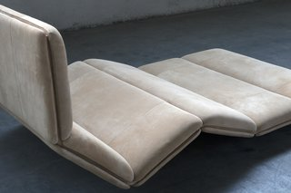 Petite Déclive 1970 is a flexible take on the lounge chair.