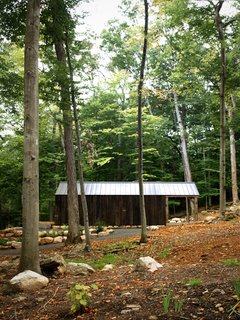 The roof is anodized aluminum and, thanks to the wooden cladding, the Bunkie blends nicely into its forested surroundings.