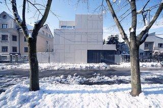 Super Minimal Steel and Concrete Villa with an Unusual Facade
