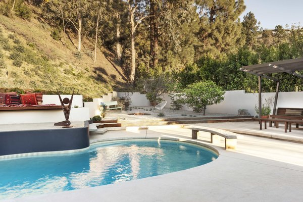 Mass Studio completed the renovation of a 1960s house in Brentwood, California, that came complete with a classic midcentury kidney pool. During the renovation, the patio and area around the pool was refreshed with a lounge area, fire pit, and plants.