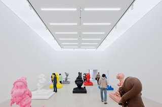 SO – IL made the interior of the gallery an ideal white box with open floor plan by moving facilities and the lobby to the perimeter of the building. Photo by Iwan Baan.