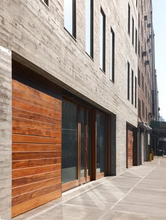 The teak paneling softens the concrete exterior. David Zwirner, 537 West 20th Street, New York. Photos by Jason Schmidt, courtesy of David Zwirner, New York/London.
