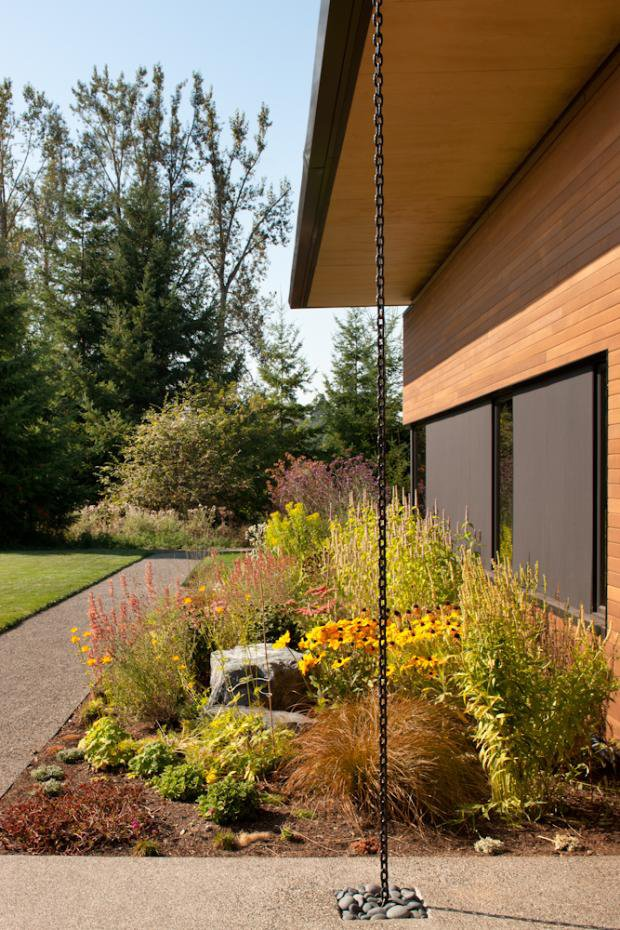 A rain chain (kusari doi) provides an attractive alternative to the traditional rain spout.  Photo 3 of 11 in Modern in the Country