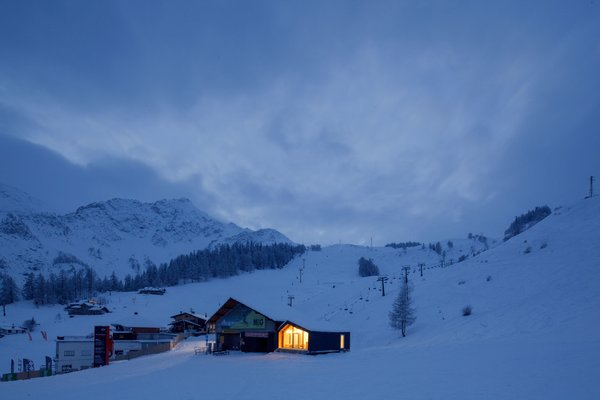 This Prefab Ski School in the Alps Took 10 Days to Assemble