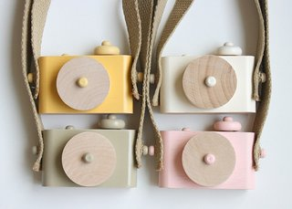 Spur some photographic interest early on with these wooden toy cameras equipped with a strap by Twig Creative. (Pin).