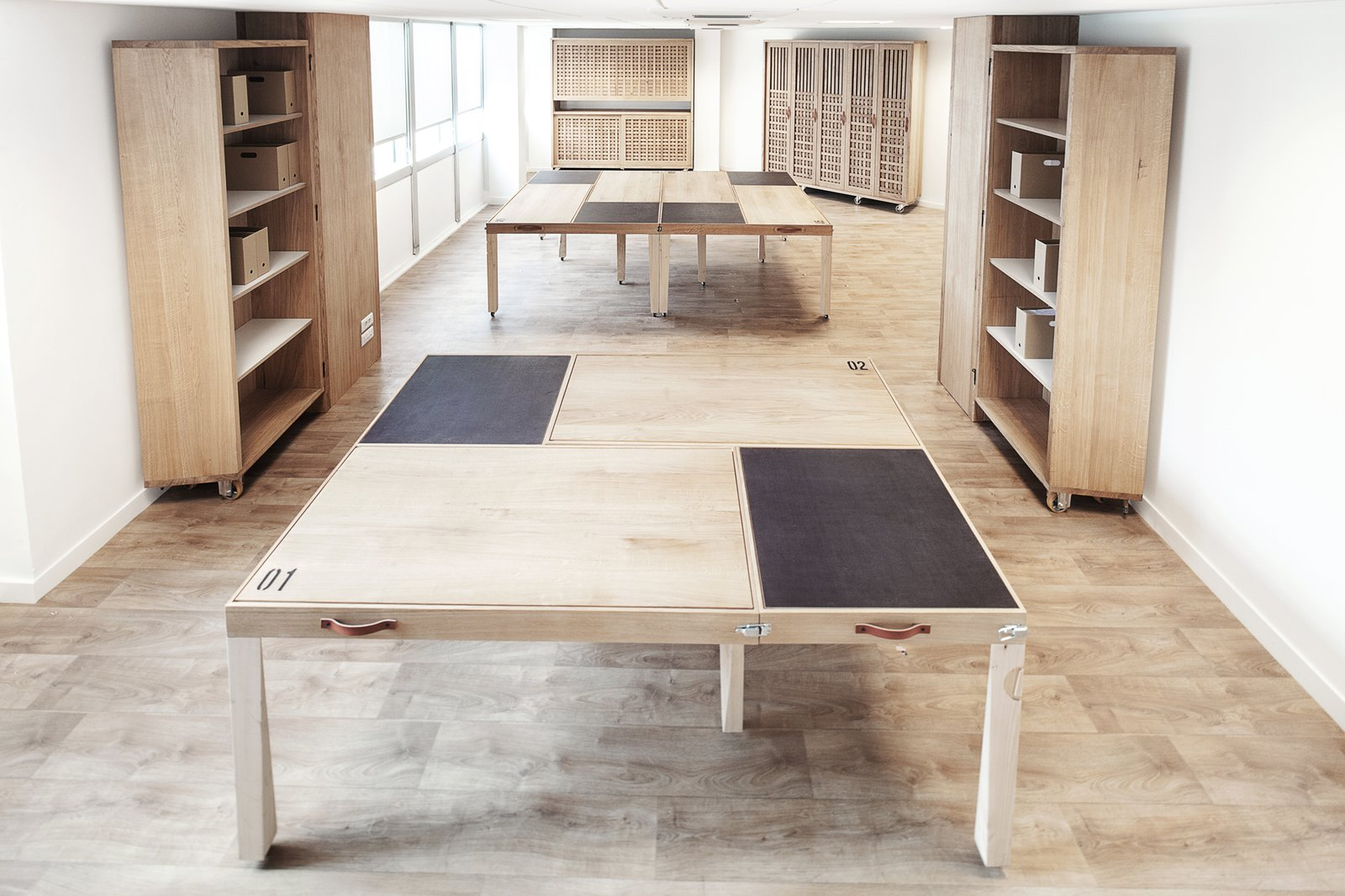 """The designers came up with the solution """"1 Table – 6 Layouts,"""" a modular collection of six L-shaped tables that fit together in six different configurations.  Photo 2 of 6 in A Modular Meeting Room Features a Table with 6 Possible Layouts"""
