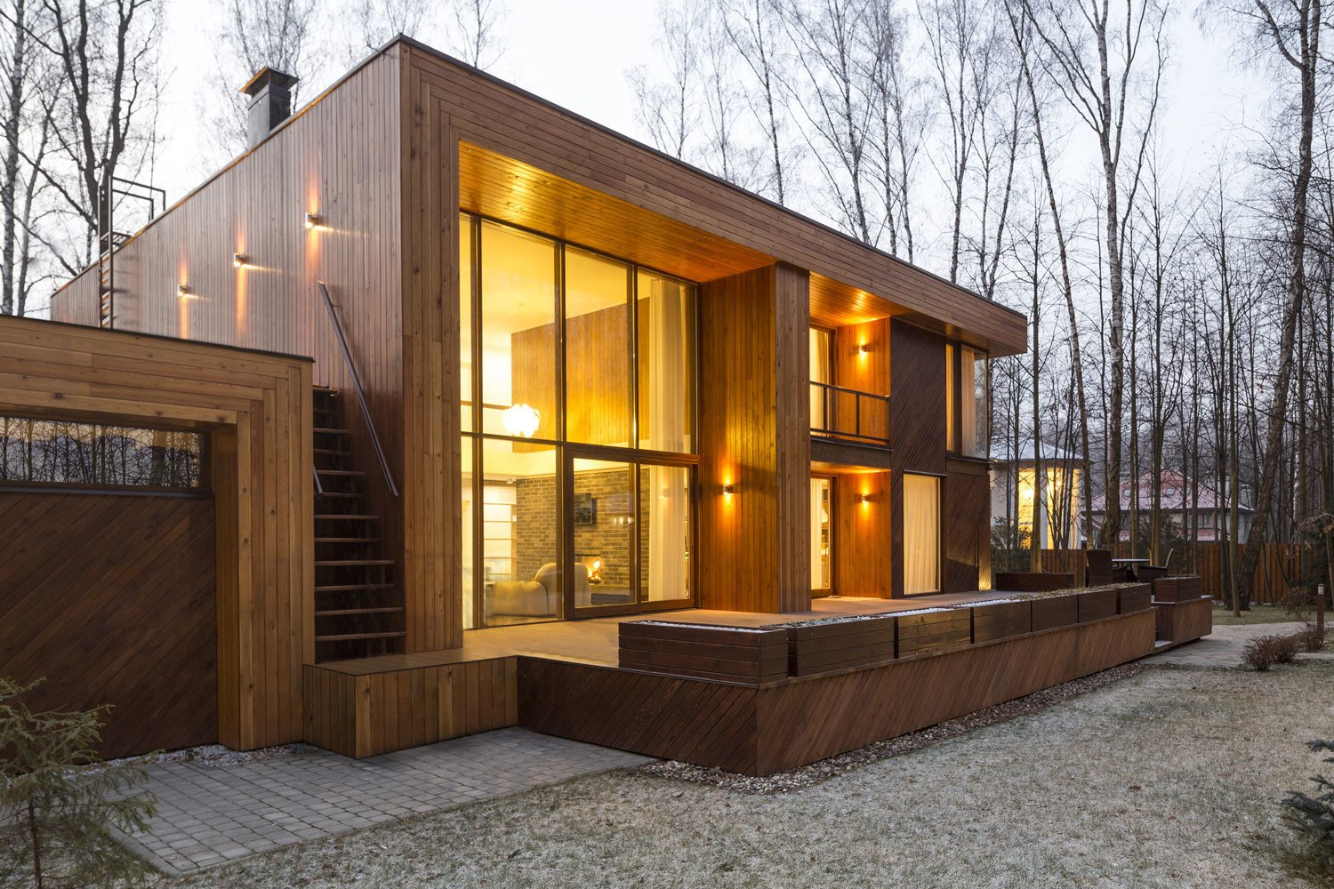 The house has two distinct volumes. The smaller one contains the garage, as well as the heating and air conditioning units, and is topped by a green roof garden accessible by an outdoor staircase. The larger, two-level volume sits slightly above ground and contains the living, dining, and sleeping spaces—all with windows facing east into the forest.  House in Moscow by Laura C. Mallonee
