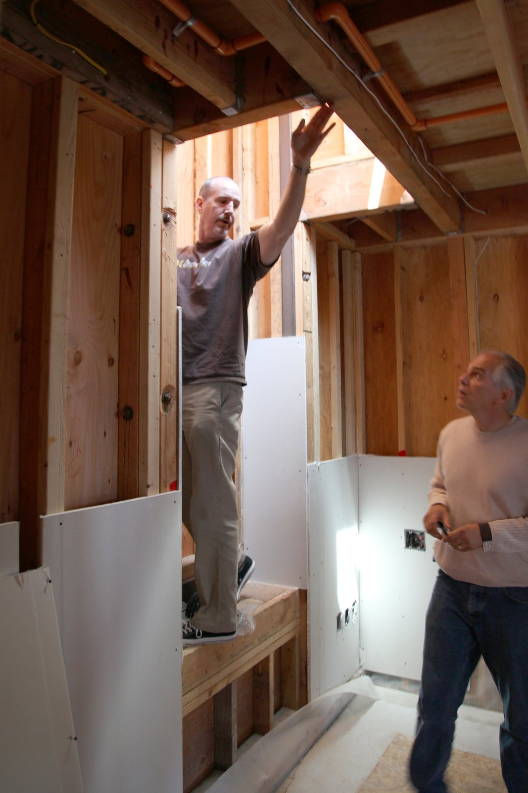 John McDonald from Semihandmade discusses the cabinet installation in an upstairs bedroom with General Contractor Peter DeMaria.  Photo 7 of 17 in Dwell Home Venice: Part 18