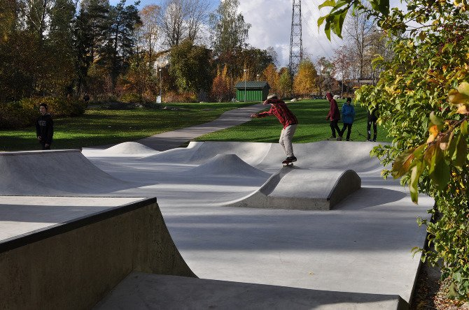 Skatepark Hilleri is located in Herttoniemi on the eastside of Helsinki. The renewed skate park is fully built out of concrete with steel and granite edges for grinding. The whole masterplan for the open space will be finalized in spring 2013.  Photo 6 of 7 in Janne Saario's Modern Skate Parks