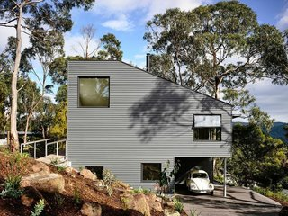 """""""The steep site lends itself to the 'upside down' configuration,"""" Harkness explains. """"It certainly wouldn't work as well if you could only access the house via the lower level, as this is through the bedroom zone, so we included two entrances. The upper one involves walking across a little bridge."""""""